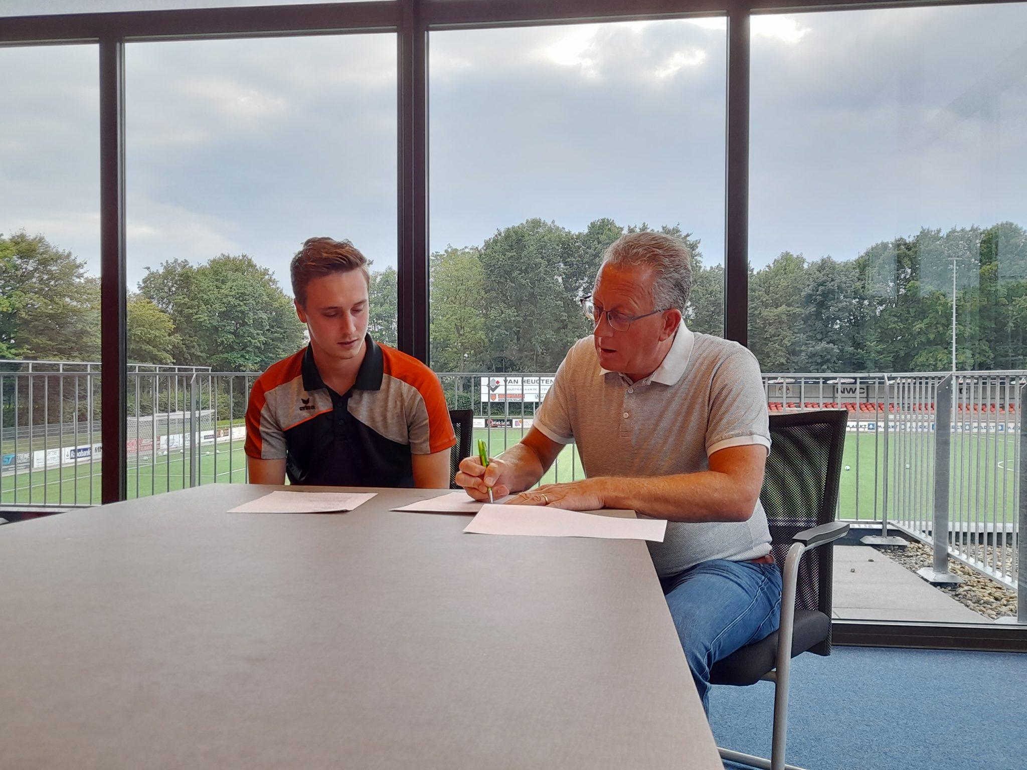 Contractondertekening Piet van de Kerkhof en Damon Claessens